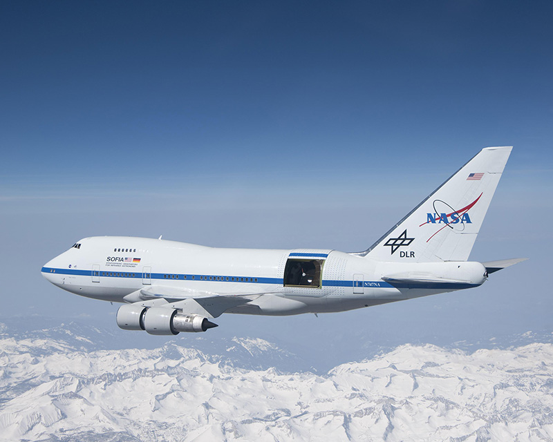 Water vapor in the lower atmosphere absorbs most infrared light before it reaches ground-based telescopes. The Sofia airborne observatory, a joint venture of Nasa and the German space agency DLR, carries a 2.5 meter infrared telescope 14 kilometers above the Earth to conduct infrared astronomy. Credit: Nasa/Jim Ross