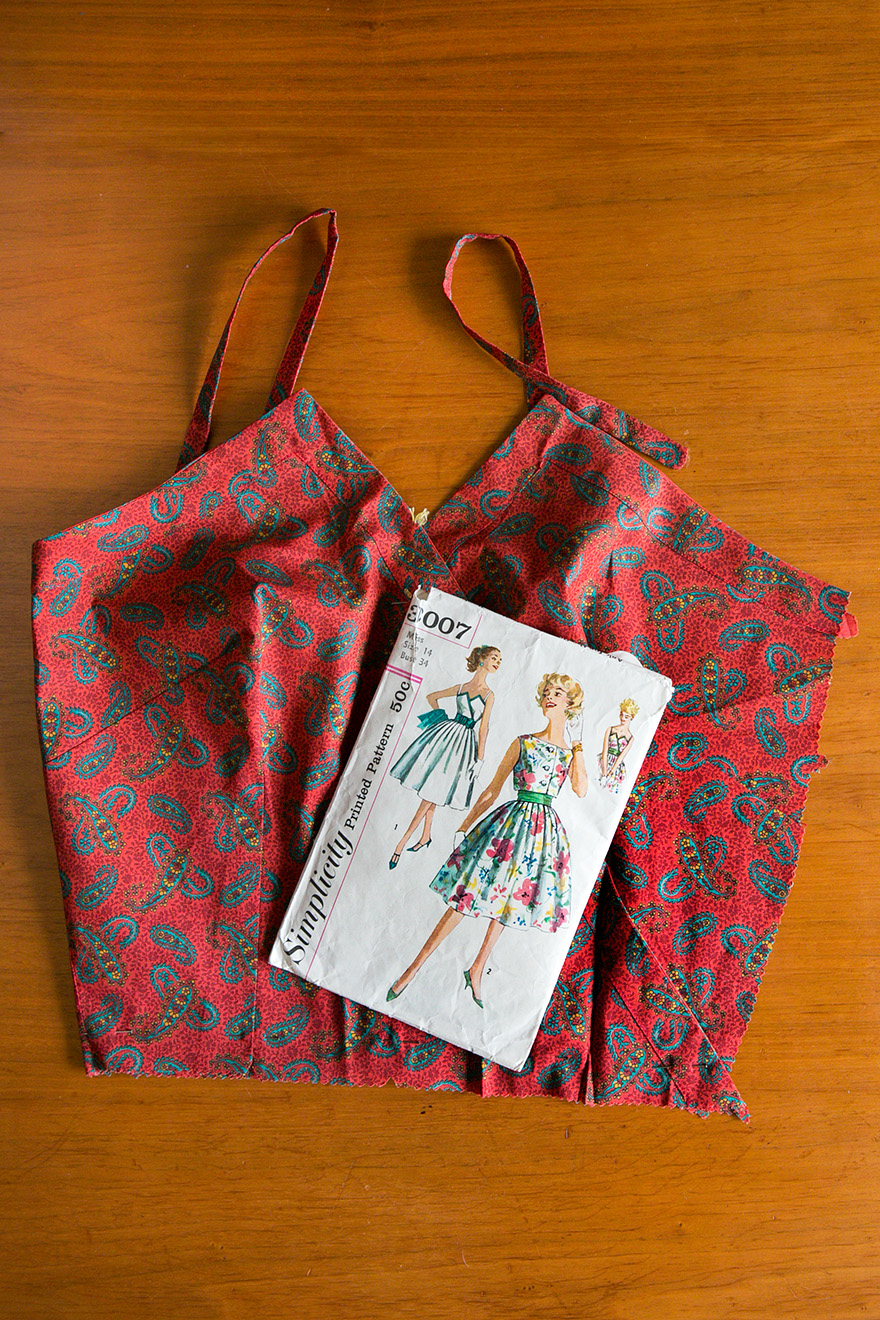 vintage Simplicity pattern 3007, printed cotton fabric with bodice sewn
