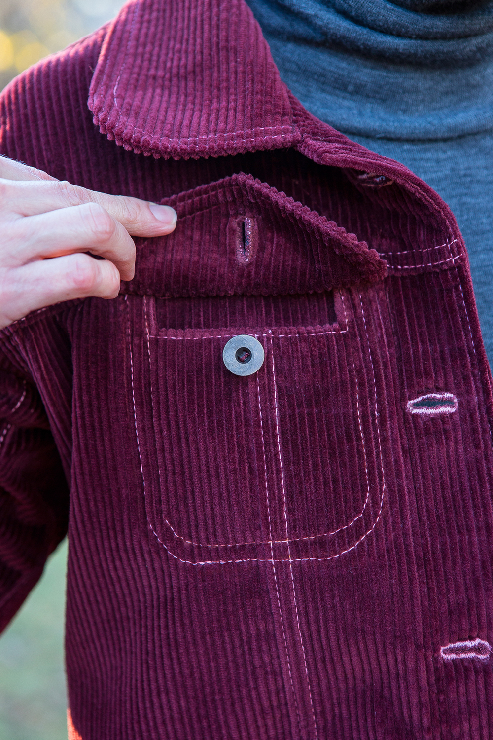 Upper pocket flaps inserted into upper front yoke.