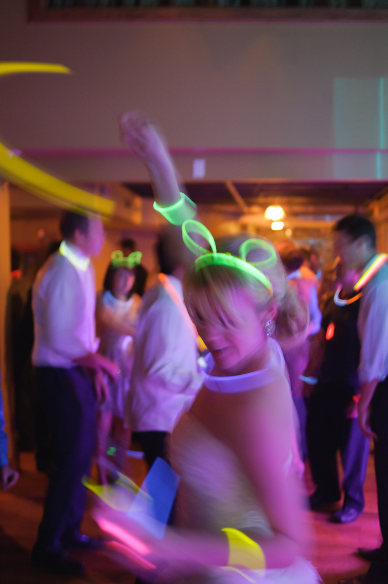 bride dancing with glow sticks