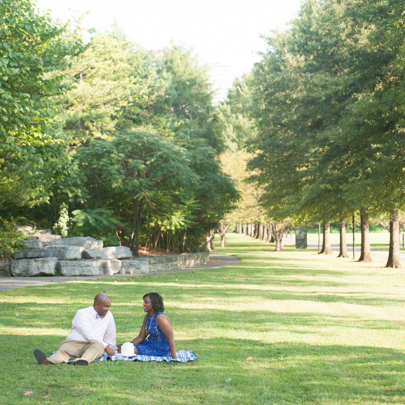 Couple having a picnic in a Nashville park.