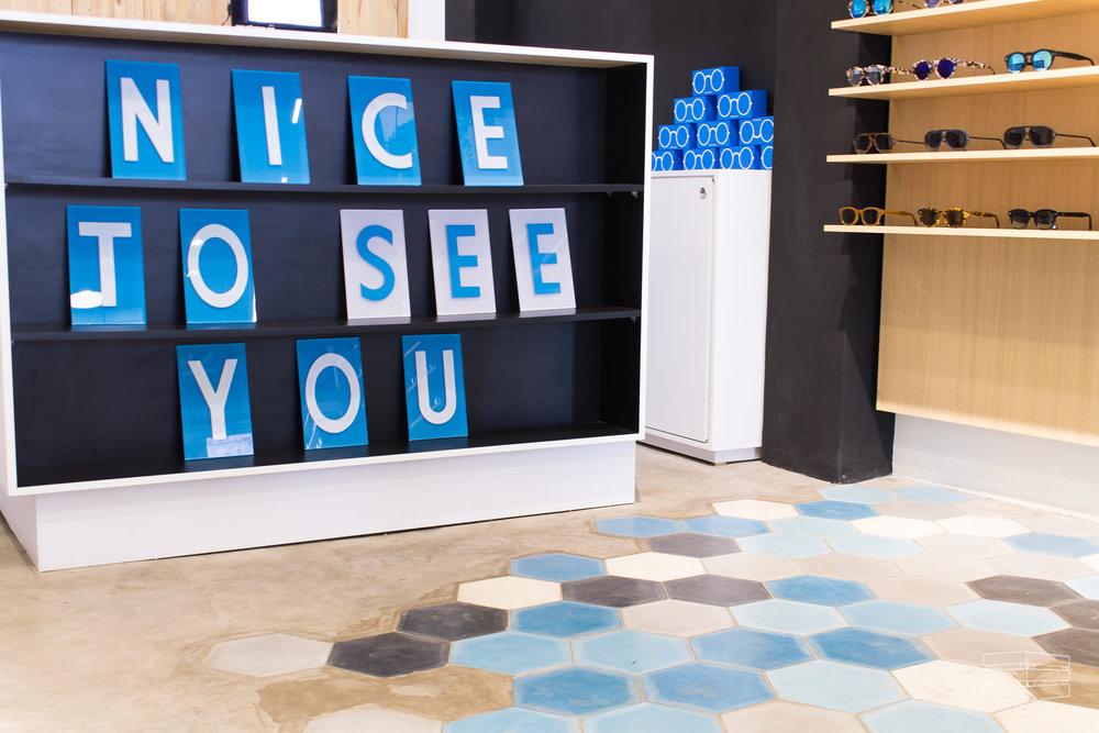 LENTES PARA TODOS - En el corazón de Polanquito, la óptica más cool de México nos dio la oportunidad de diseñar su primer showroom. A través de diferentes materiales, un mobiliario muy ligero y acabados diferentes, representamos la esencia de la marca.