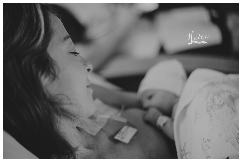 Image of newborn and mother bonding in Denver Colorado by Haven Life & Photo and Rachael Hope