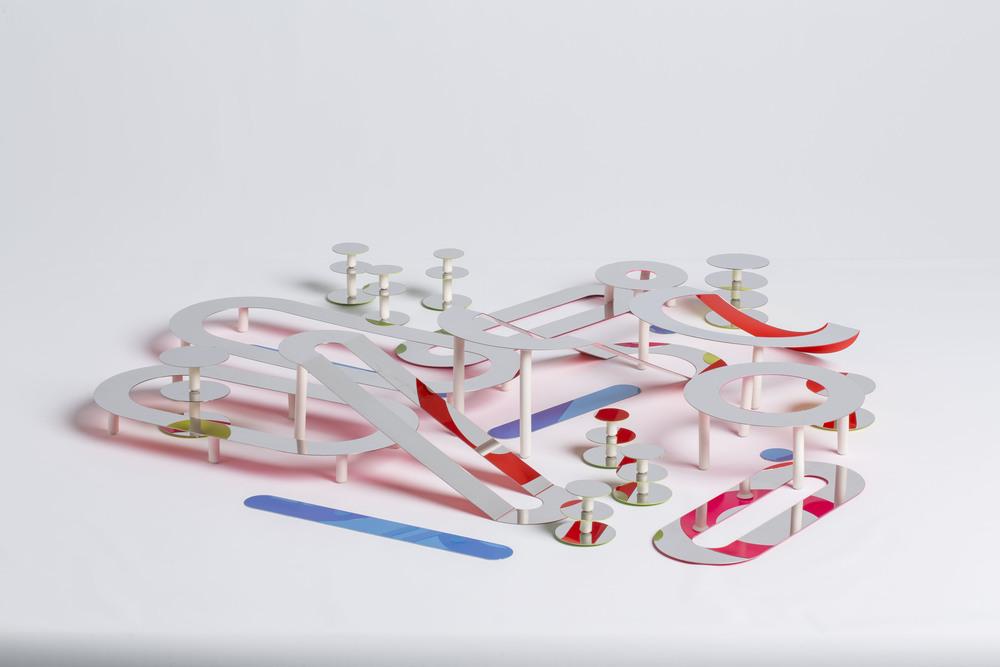 """""""Hit The Road"""" centre de table. Avec Clément Brazille, Erika Douadi et Morgane Zueger. © HEAD – Genève, Baptiste Coulon."""