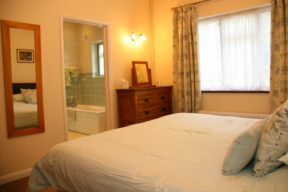 Double bedroom with en suite bathroom