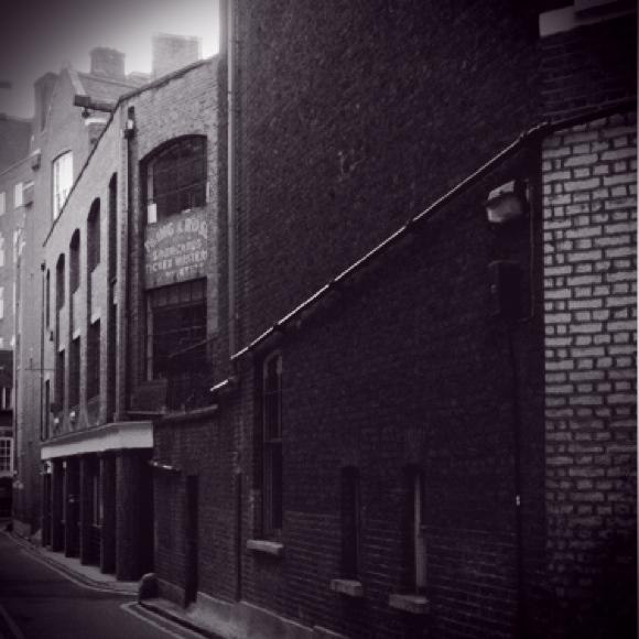 sample-victorianBackstreet@2x.jpg