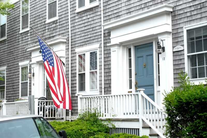 another_typical_house_with_flag_34.jpg