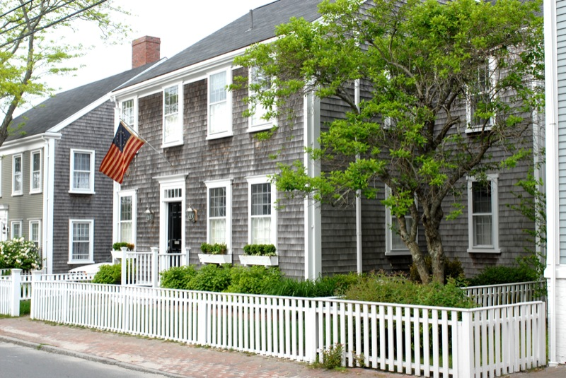 typical_shingle_house_with_flag_29.jpg