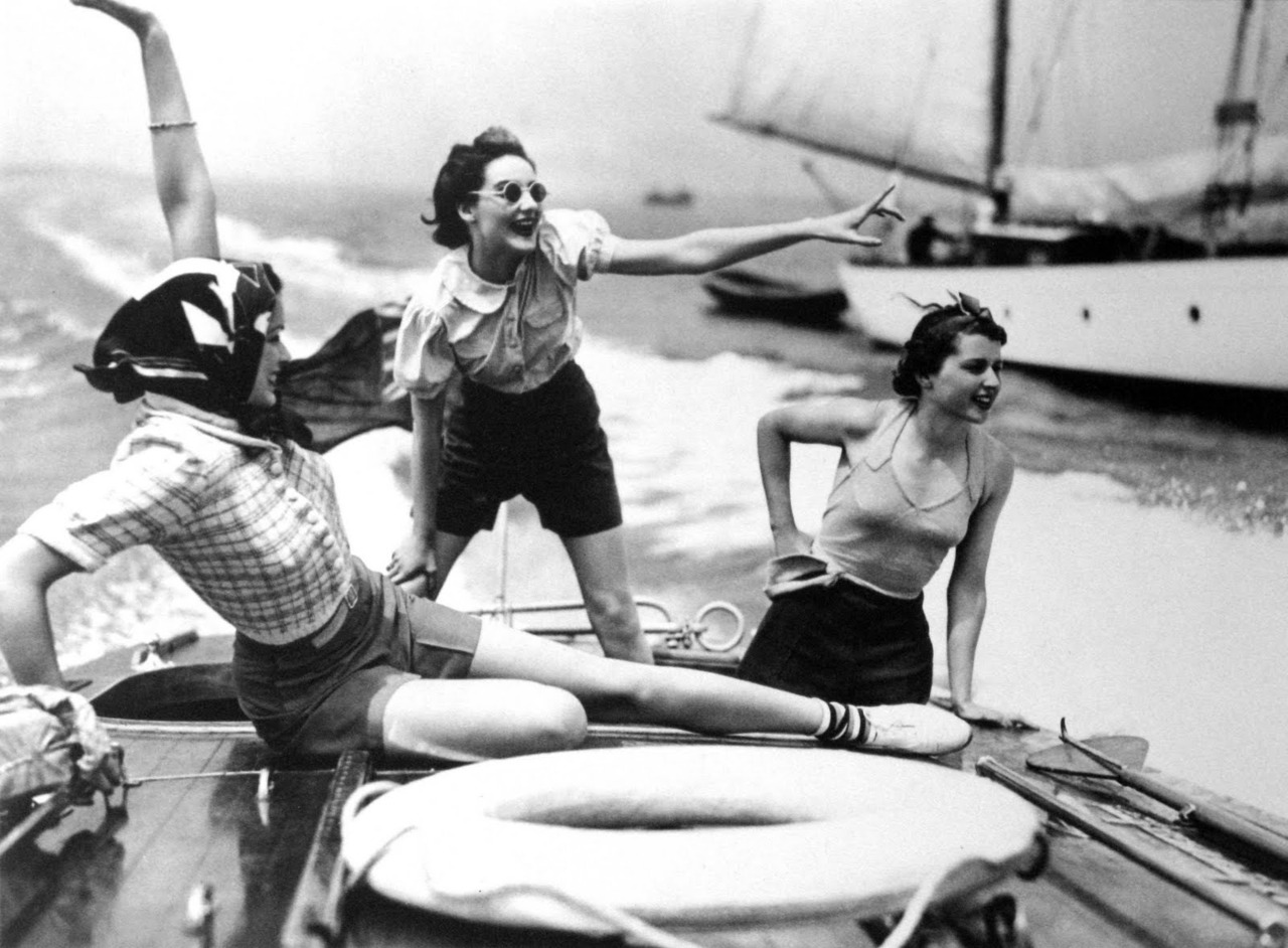 historiful :     A group of unknown women on a speedboat. Photographed by Norman Parkinson (1913-1990), c. 1937.