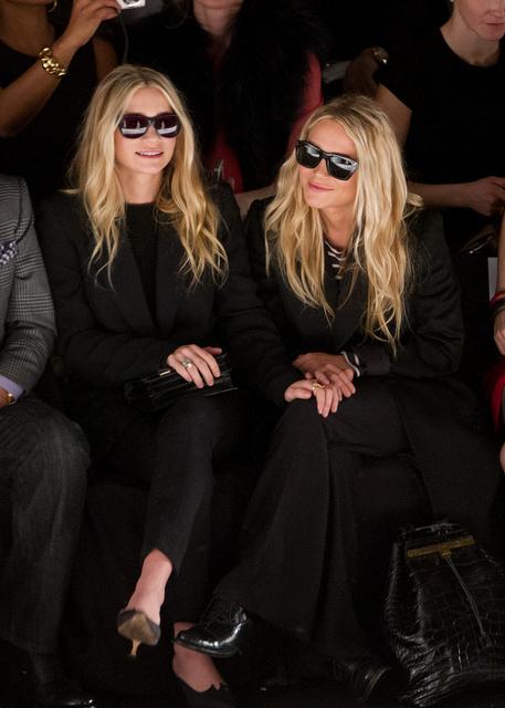5# Mary-Kate e Ashley Olsen. Por serem iguais, ocupam apenas um lugar na nossa lista. Seu estilo mudou muito depois de passados os tempos de celebridades mirins. Se fossem homens, seriam uma espécie de Keith Richards com grife.
