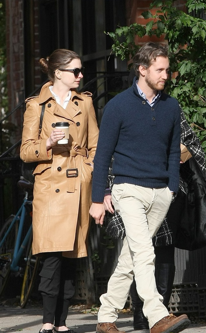 Anne-Hathaway-Brooklyn-Date-with-Adam-Shulman-Mom-anne-hathaway-26426724-788-1222.jpg