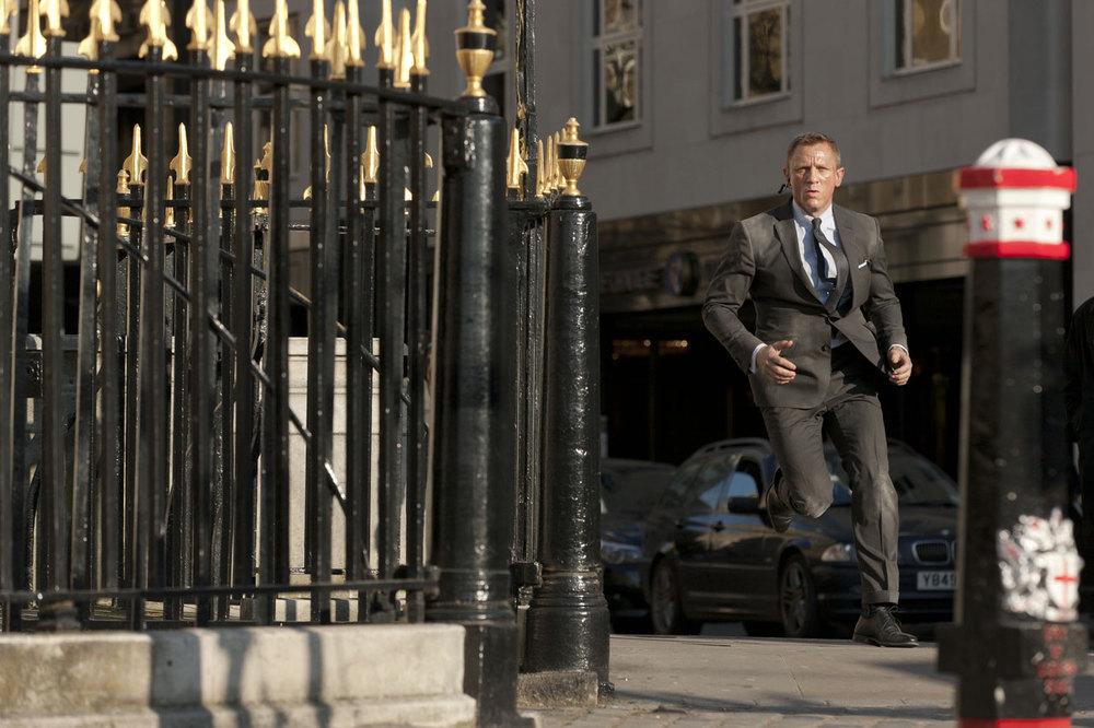Skyfall-Daniel-Craig-Running.jpg