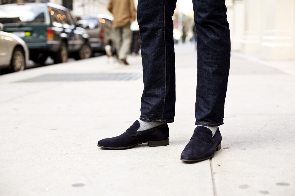 business-casual-according-to-the-style-blogger-jeans-slippers-shoes-streetstyle.jpg
