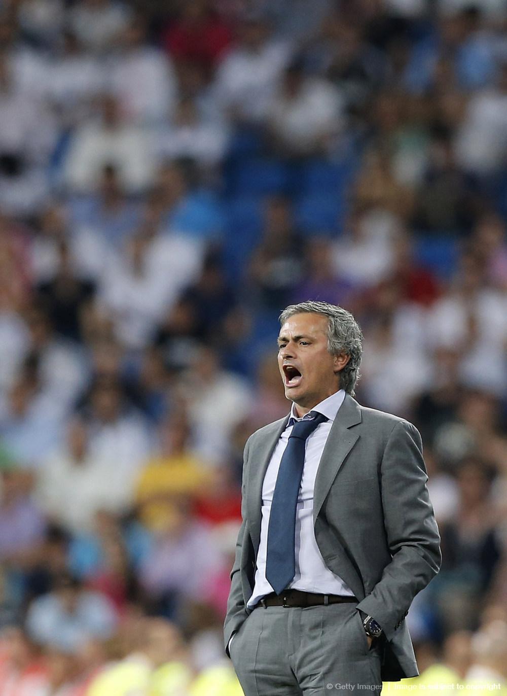 8# José Mourinho. Para muitos o maior técnico dos anos 2000, sendo vencedor no Porto, Chelsea, Inter de Milão e Real Madrid. Seu estilo elegante de se vestir, com belos ternos e combinações só não é mais marcante do que o seu estilo rabugento de dar entrevistas.