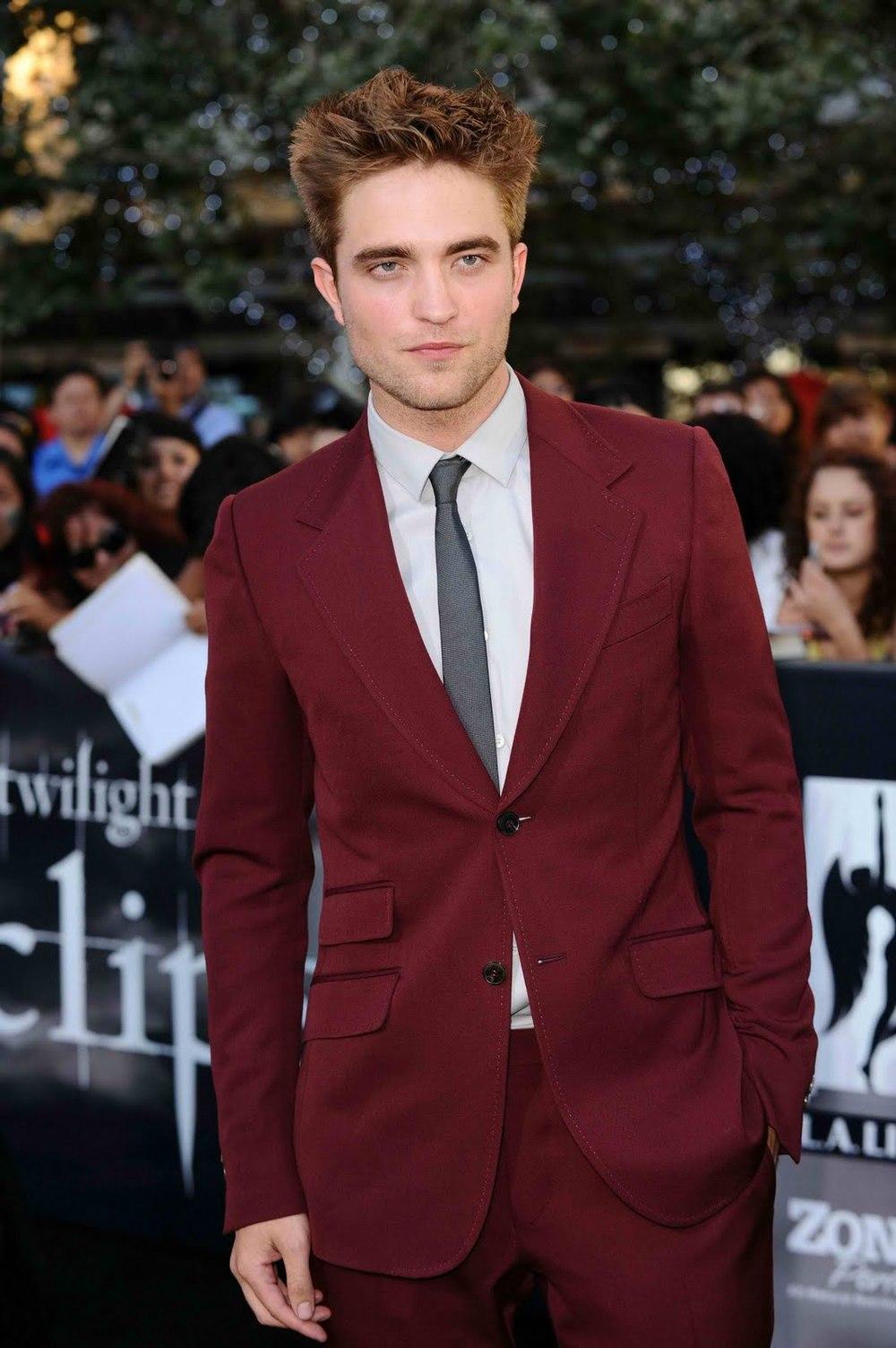 Robert Pattinson - O vampiro mais famoso do século XXI é também o mais bem vestido. Tirando a sua aparência às vezes desleixada, parecendo ter fugido do banho, Robert foi em 2012 um dos mais estilosos astros de Hollywood.