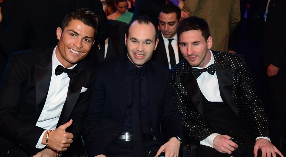 Cristiano Ronaldo, Iniesta e Messi, aqui, em ordem de mais elegante.