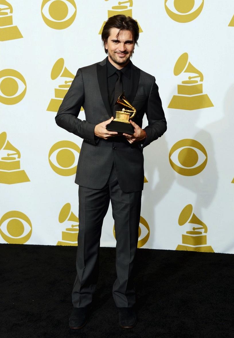 Juanes. O colombiano mostrou que tem o que é preciso para entrar na lista dos mais bem vestidos, mesmo concorrendo com gente do mundo todo. O terno cinza com camisa, gravata e lapela combinando, selou um figurino perfeito.