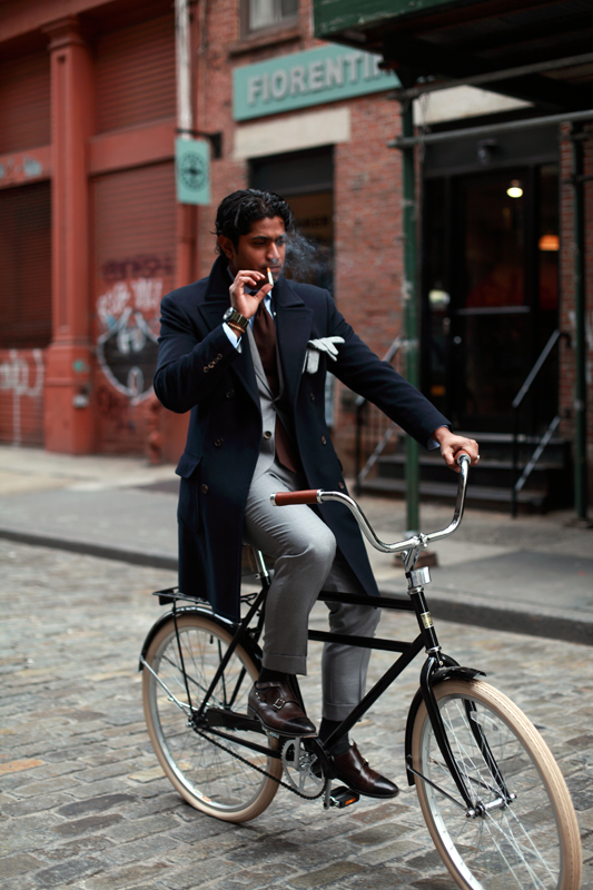 Nish-De-Gruiter-Cycling-with-style-fashion-men-coat.jpg