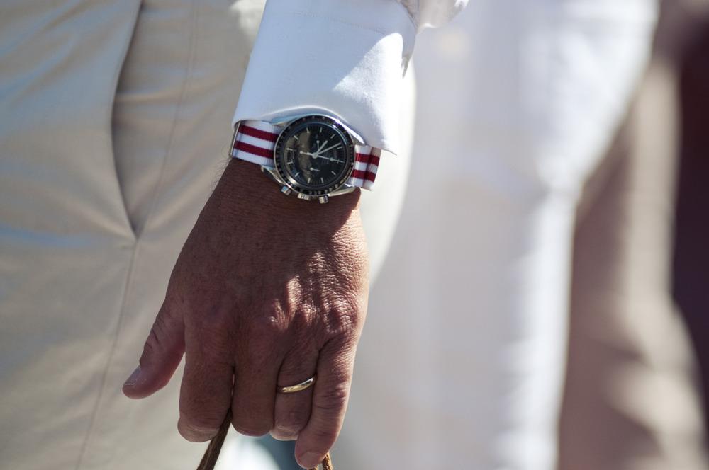 red-white-striped-nato-strap-fashion-watch-men.jpg
