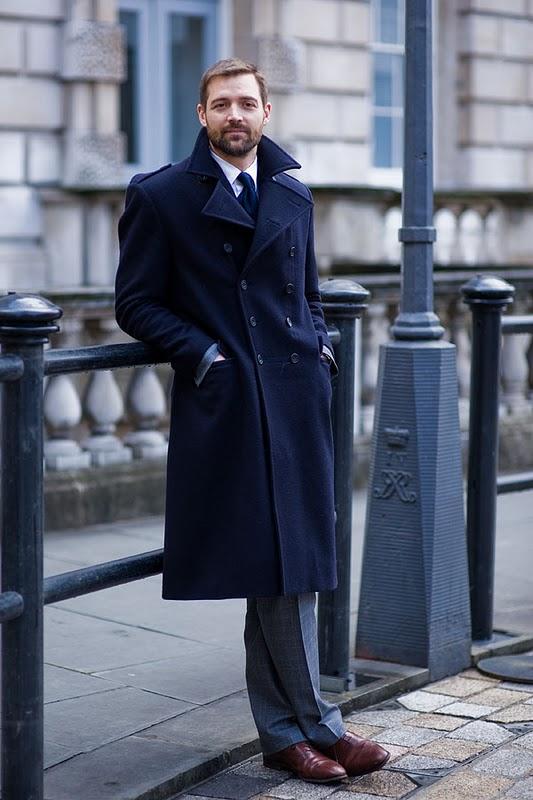 10# Patrick Grant .  Dono de uma das mais famosas lojas de uma das mais famosas ruas do  mundo - a Savile Row, Grant esbanja elegância ao desfilar com os mais  clássicos ternos pelas ruas de Londres. O típico gentleman .