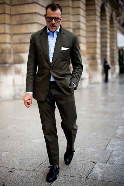 8# George Cortina .  Um dos queridinhos dos principais blogs de moda do mundo, George é  presença garantida nos principais eventos de moda internacionais. Não  fosse a sua eventual 'queda' por camisas apertadas e muito abertas, sua  posição na nossa lista seria ainda melhor.
