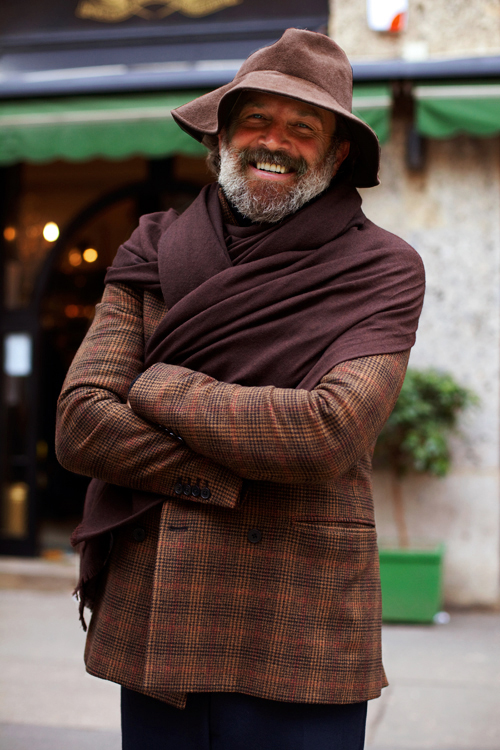 5# Robert Rabensteiner .  Outro que sabe muito bem usar a barba e os sinais da idade ao seu  favor. Mestre em acessórios como chapéu e cachecol, Rabensteiner é uma  legítima referência pra homens de todas as idades.