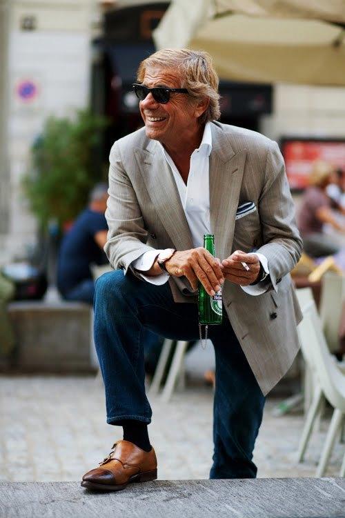 1# Lino Ieluzzi .  Um dos maiores ícones da moda moderna, apesar de ter um estilo  totalmente clássico. O italiano Lino é um legítimo signori, que não sai  de casa sem uma bela combinação. Prova de que mesmo um senhor de idade  pode ser a referência número 1.