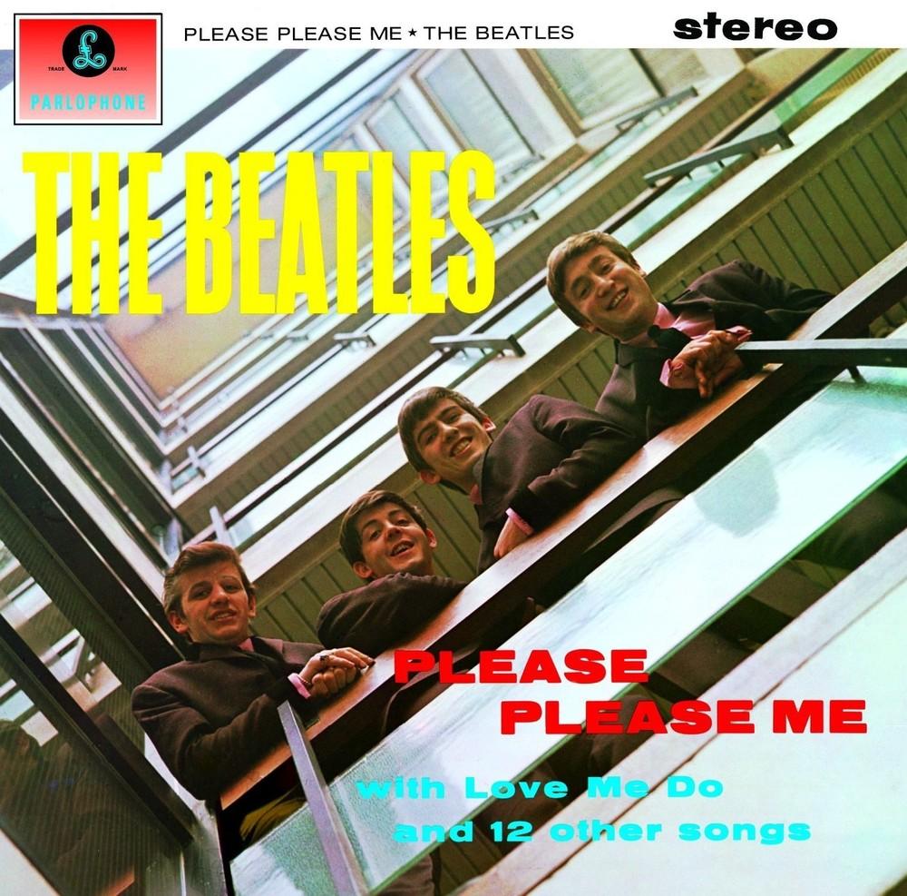 Pois foi no dia 22 de março de 1963 que os Beatles (já ouviu falar neles?) lançaram o seu primeiro álbum de estúdio. 'Please Please Me' foi considerado pela Rolling Stone o 39º melhor disco da história. E não é por menos. Com canções fantásticas como 'I Saw Her Standing There', 'Please Please Me', 'Love Me Do' e 'Twist And Shout' o álbum completa 50 anos de vida sem parecer nem um pouco velho ou datado. Além de deixar um 'singelo' legado para a música com P.P.M. os Beatles fizeram moda, ao se apresentarem com ternos e gravatas extremamente elegantes e que até hoje permanecem no guarda-roupas de muita gente.