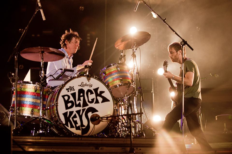 Black Keys. Pela primeira vez no Brasil, a dupla de Ohio emocionou, incentivou e fez tudo isso ocupando o posto de uma das bandas mais bem vestidas das 3 noites.