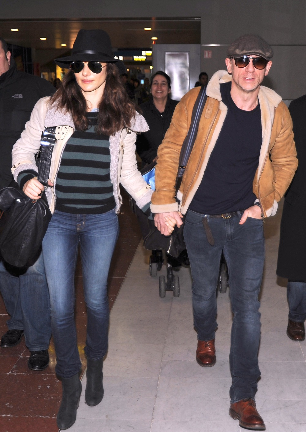 Daniel-Craig-and-wife-Rachel-Weisz-are-all-smiles-as-they-walk-hand-in-hand-through-Charles-de-Gaulle-Airport-in-Paris-5.jpg