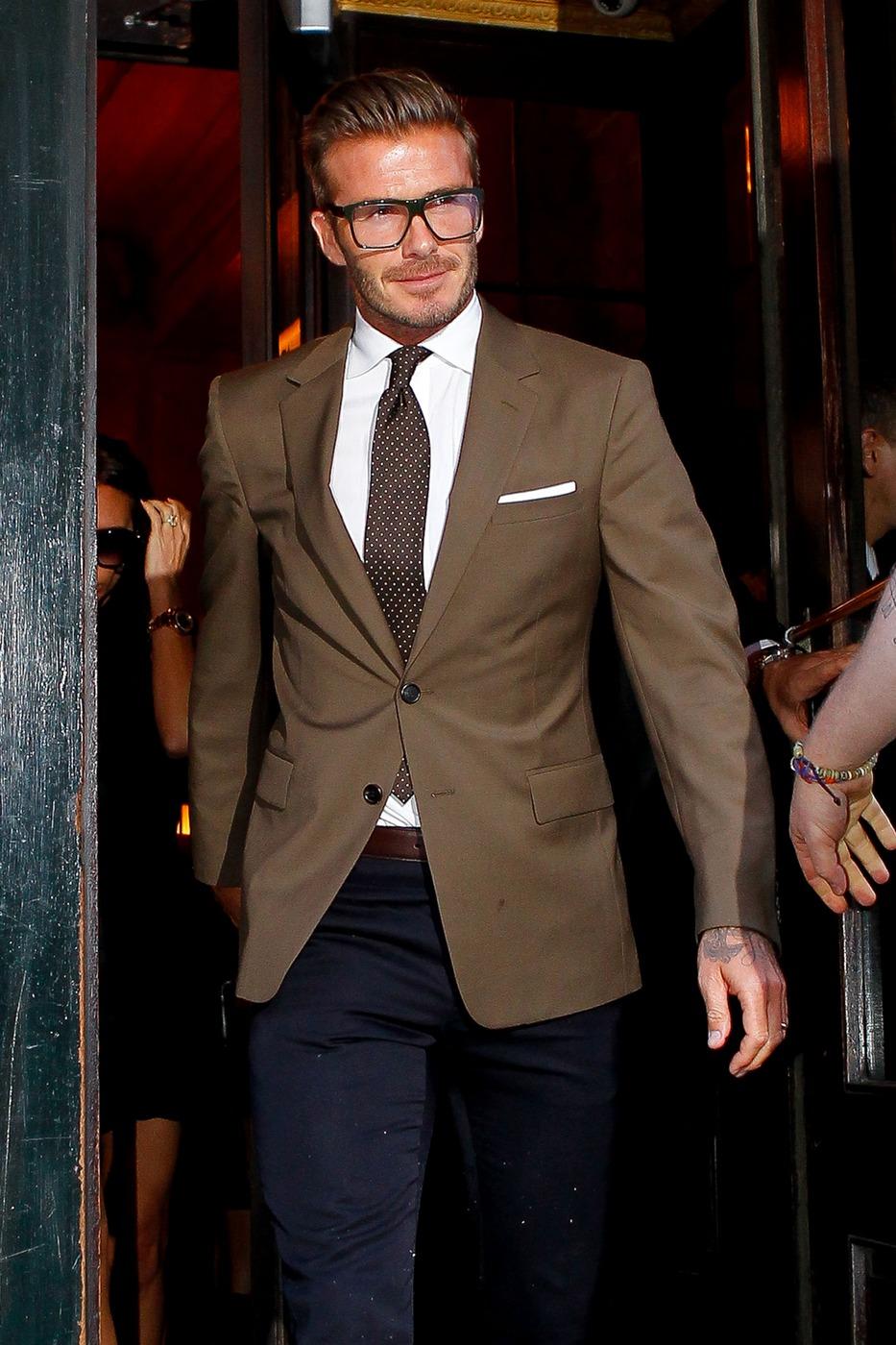 Hoje  podemos dizer que Beckham é um dos maiores ícones de estilo da  atualidade. Sua presença (fora de campo) é sempre garantia de bons  figurinos e serve de lição para muito boleiro.