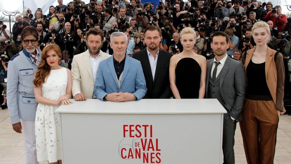 Como  era de se esperar, um dos filmes mais badalados do ano não decepcionou  nem fora das telas. Boa parte do elenco de 'The Great Gatsby' mostrou  extrema elegância durante o evento. Destaque para Joel Edgerton (3º da  esquerda para a direita), o diretor Baz Luhrmann (ao lado) e Tobey  Maguire (penúltimo).