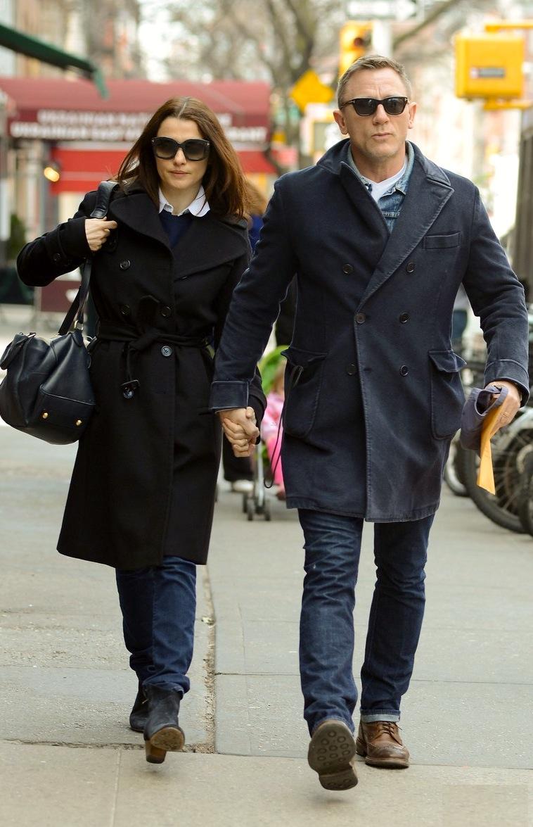 5#Rachel Weisz e Daniel Craig. Andar ao lado de um James Bond é uma tarefa muito complicada. E Rachel faz isso parecer muito fácil, combinando peças básicas com enorme sabedoria. Mais ou menos como seu parceiro.