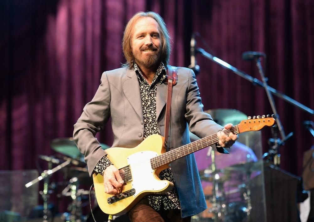 Tom Petty and The Heartbreakers subiram ao palco cheios de energia e estilos. Petty (foto acima) investiu na camisa com estampas e deixou a barba crescer para fazer bonito.