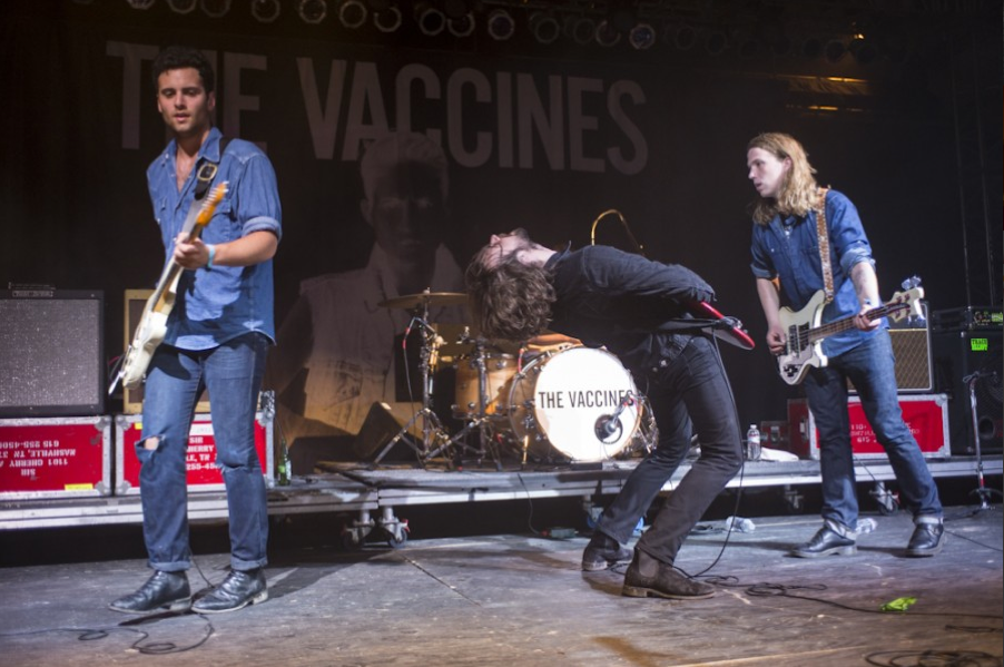 Eles surgiram como uma das salvações do rock e hoje já são uma banda madura e cheia de estilo. Com botas, jeans e couro, os caras do Vaccines quebraram tudo, como sempre.