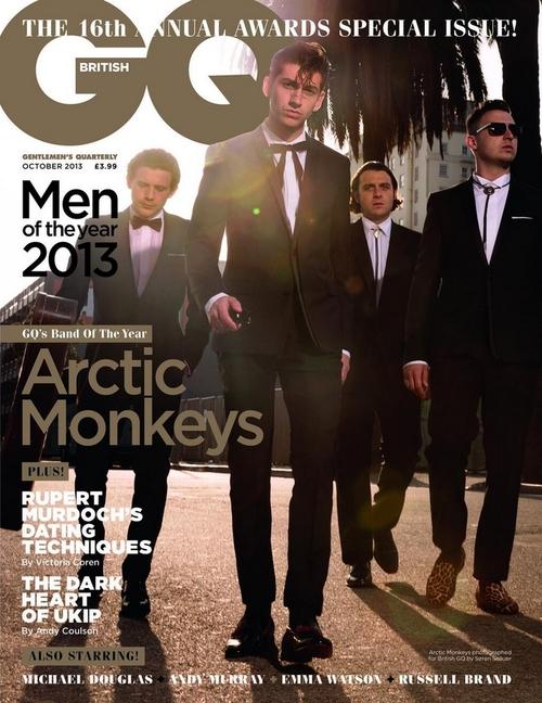 Capa da edição especial da GQ Britânica, os macacos mandaram muito na variação de smokings.
