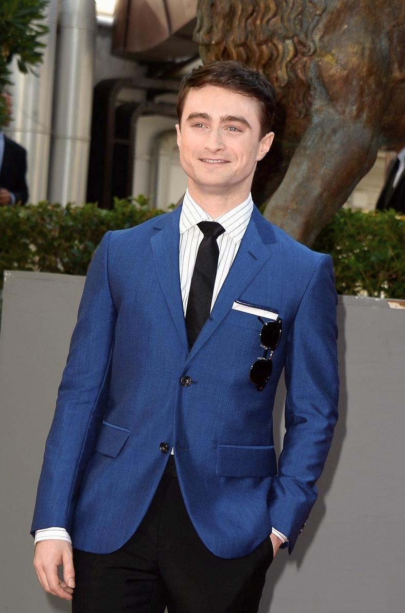 Daniel Radcliffe é outro que irá carregar o personagem pelo resto da vida. A diferença é que Harry Potter não tinha um figurino tão característico (e humano) quanto Mark Zuckerberg. Fato que permitiu o inglês a arriscar cores mais fortes e mesmo assim, adequadas.