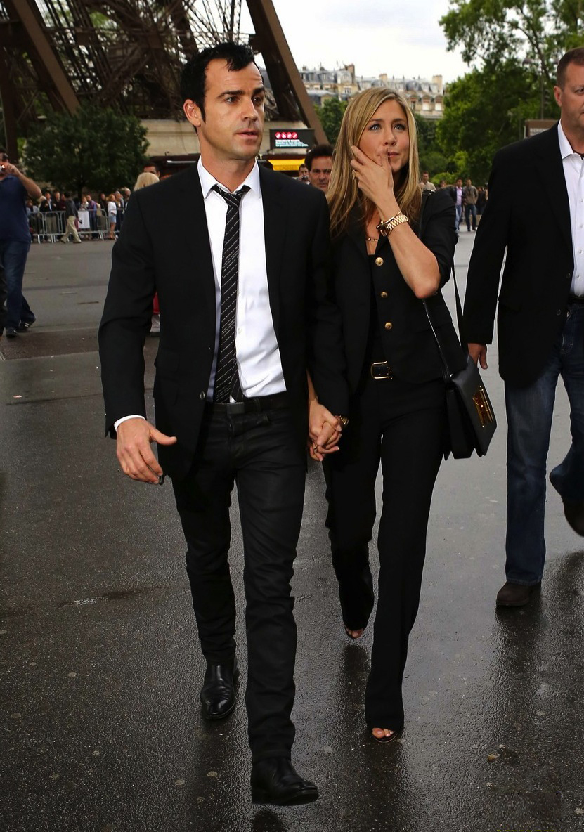 jennifer-aniston-justin-theroux-eiffel-tower-03 copy.jpg