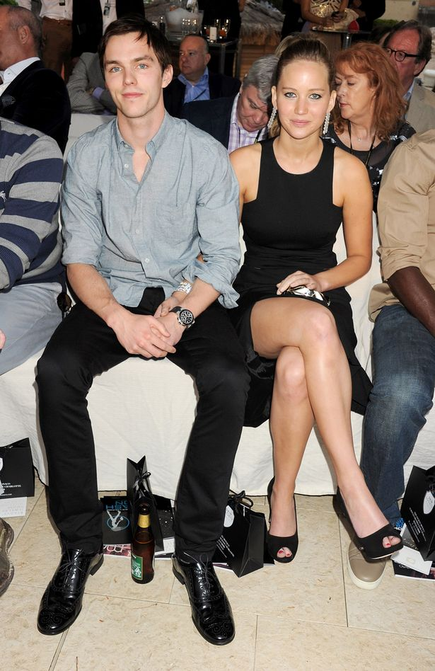 Actors Nicholas Hoult (L) and Jennifer Lawrence-1595110.jpg