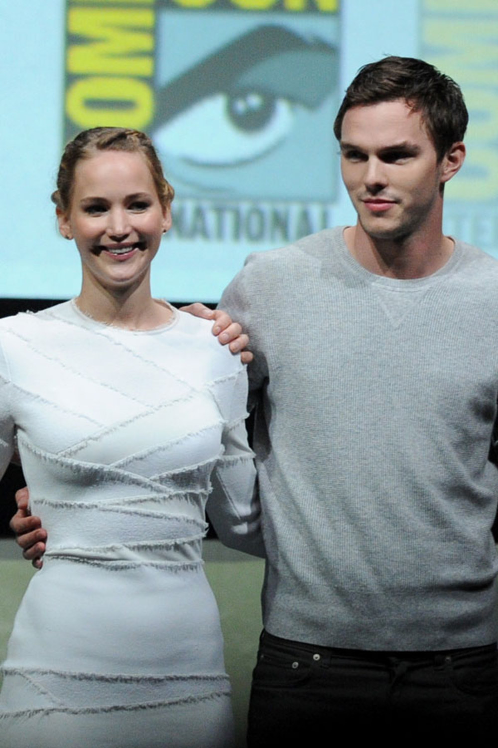 jennifer-lawrence-and-nicholas-hoult-61415_w1000.jpg