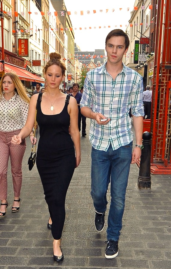jennifer-lawrence-nicholas-hoult-london-lovebirds-03.JPG