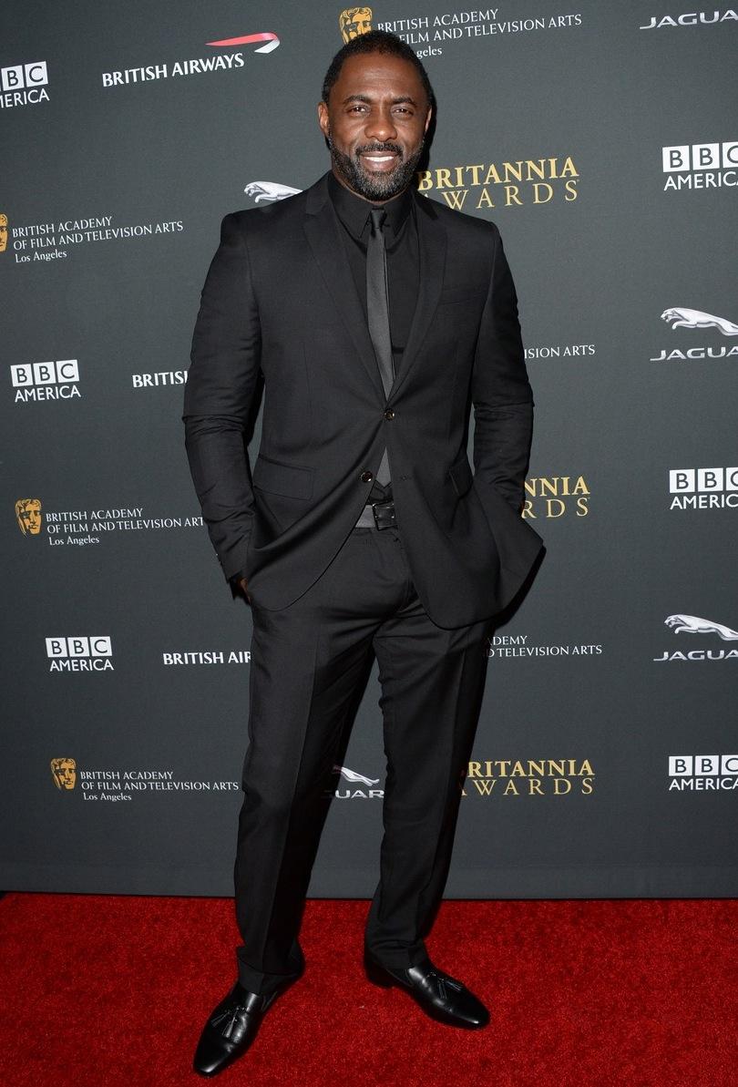 Outro que todos devem lembrar é Idris Elba. Nossa  referência  há poucas semanas, o também inglês acertou em cheio mesmo sem variar os tons. O segredo, mais uma vez, esteve no corte do traje.