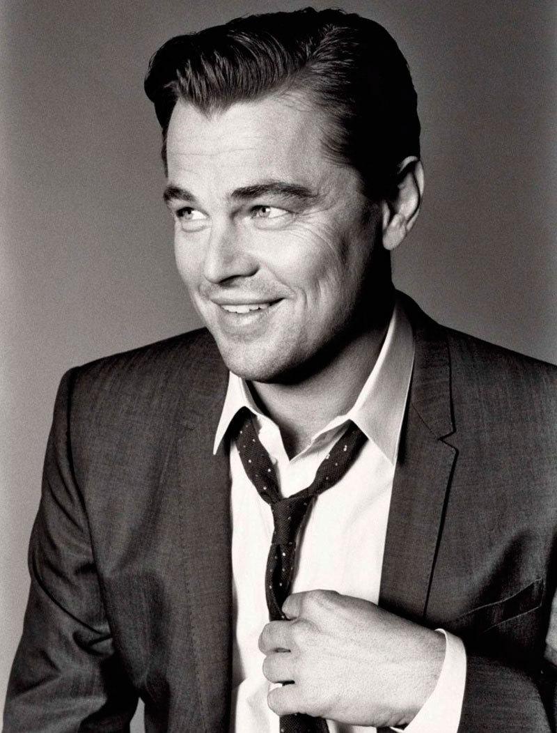 Mesmo sendo considerado por muitos como o melhor ator da atualidade, DiCaprio leva a vida como se não ligasse. E essa atitude se reflete no estilo. Aos 39 anos, ele se veste com pouca preocupação, mas com bastante cuidado. Simples e sempre de acordo.