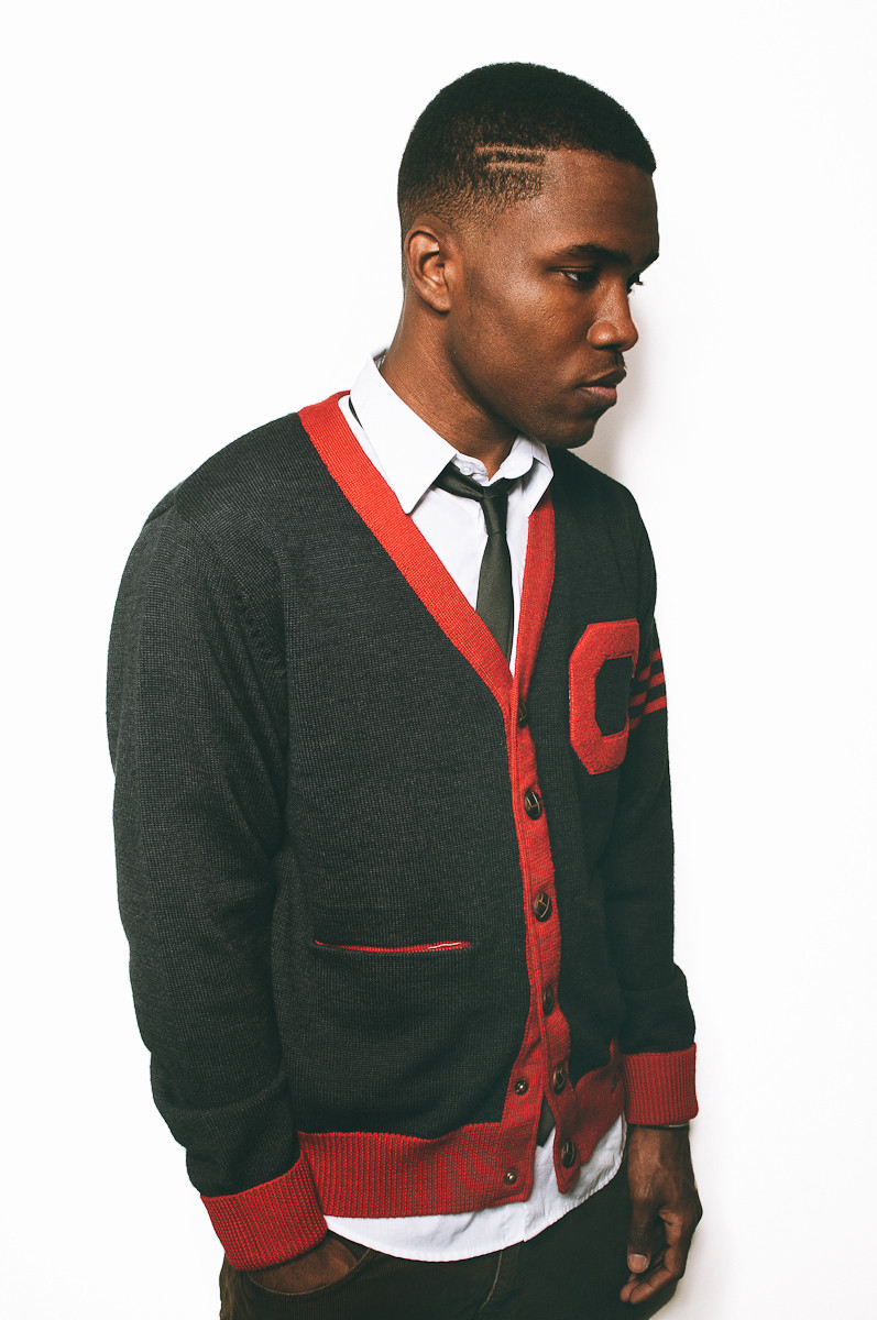 Frank Ocean. Um dos principais nomes da música em 2013 teve também alguns dos mais elogiados figurinos. Frank Ocean é mais um dos rappers que passa longe das roupas largas e dos correntões de ouro. E faz isso muito bem.