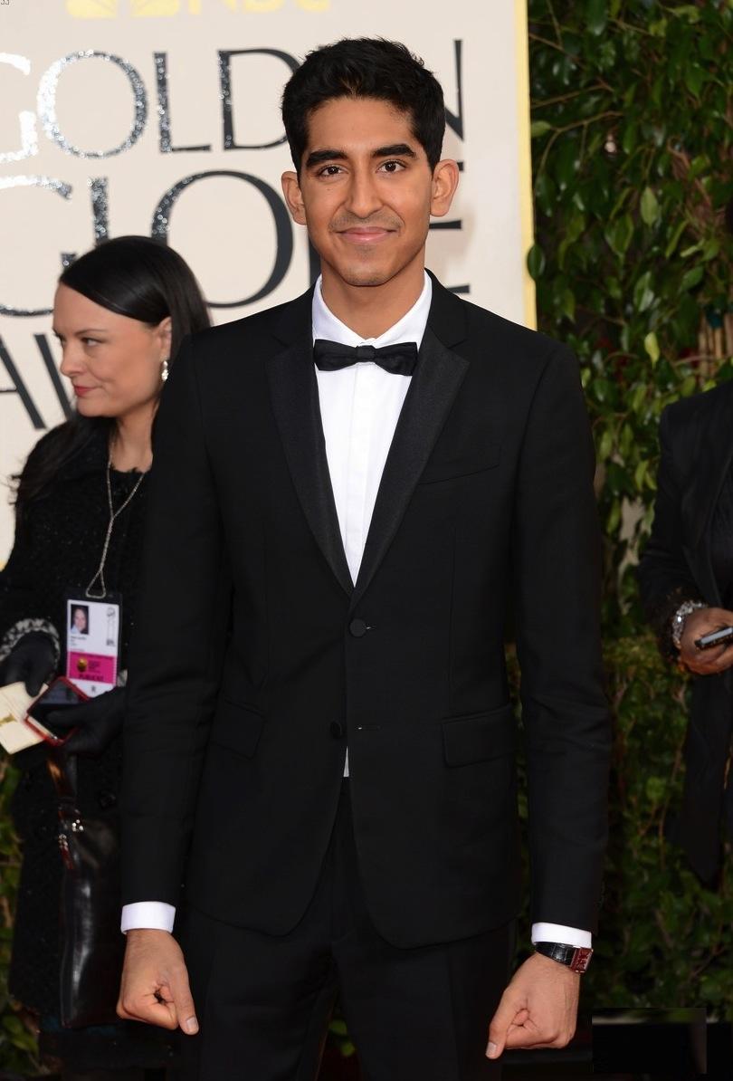 Dev Patel é uma das principais revelações do cinema inglês dos últimos anos. Mas não é exagero quando afirmamos que ele também é uma revelação da moda britânica. Sempre com o alfaiate em dia, Dev encanta a todos com roupas simples e detalhes modernos, como a gravata borboleta estreita.