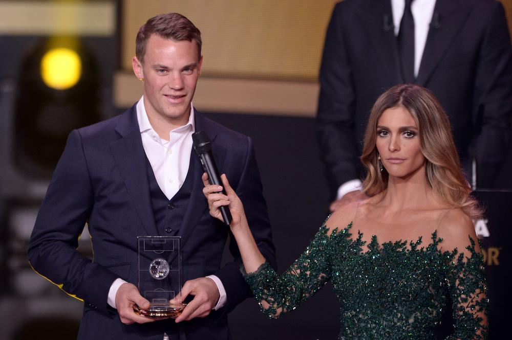 Classe, elgância e talento. Atributos queManuel Neuer, o atual melhor goleiro do mundo demonstra dentro e fora da meta. Seu figurino para a premiação foi uma lição de como usar um terno de três peças sem gravata. Nota 10 para o camisa 1.