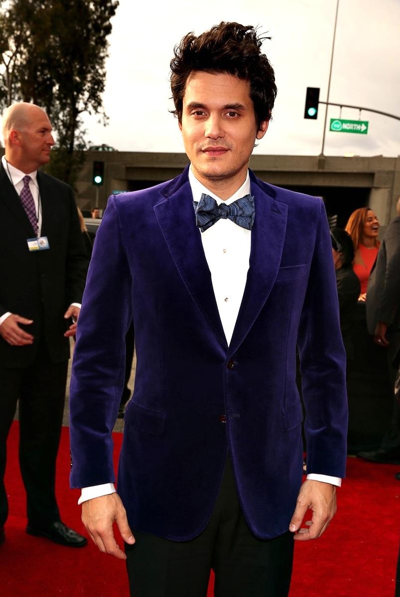 John Mayer é sempre um cara que merece atenção. Ano passado ele acertou em quase tudo. Quase. Só faltou escolher uma gravata menos chamativa. Preta e lisa seria o ideal.