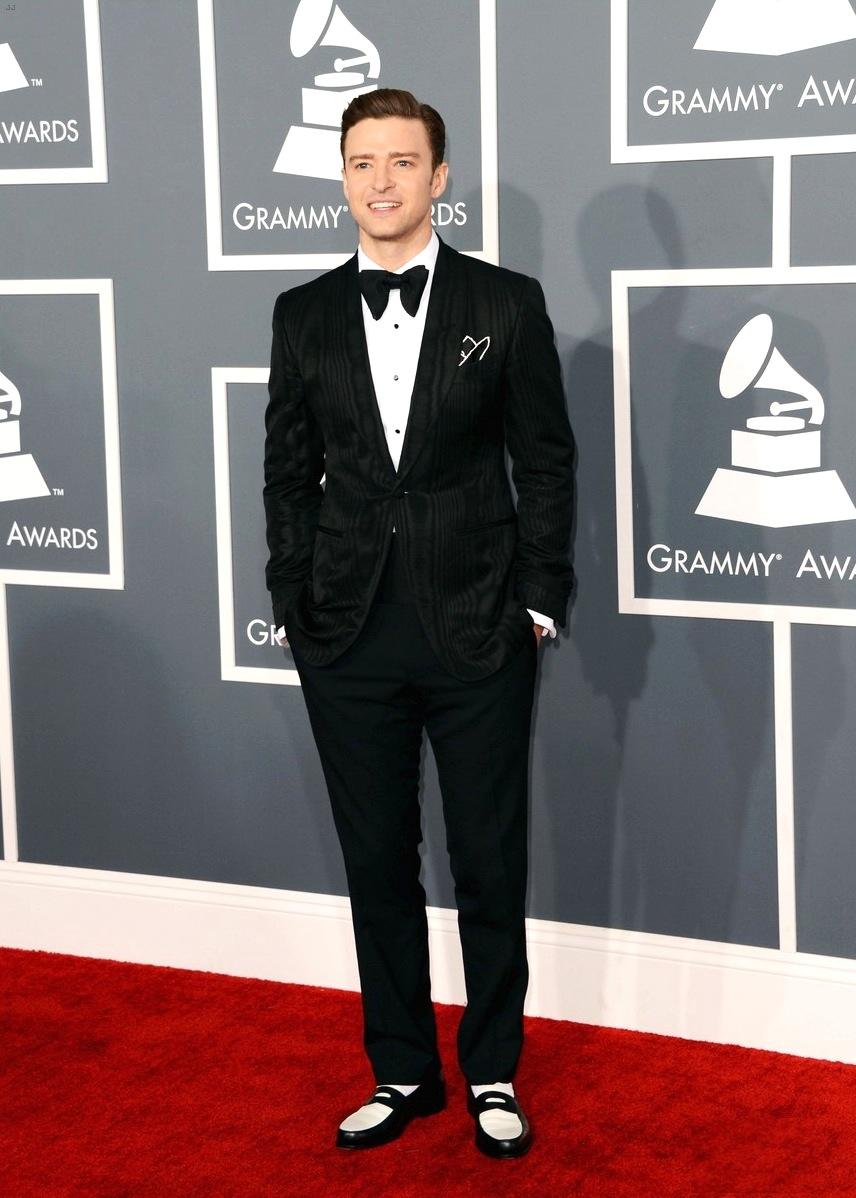 Justin Timberlake vive andando sobre uma linha tênue. Seguidamente vemos o cantor/ator vestindo ternos elegantes e sem qualquer repreensão. Acontece que, às vezes, o cara vai lá e veste isso. Faltou capricho na hora de sair de casa.