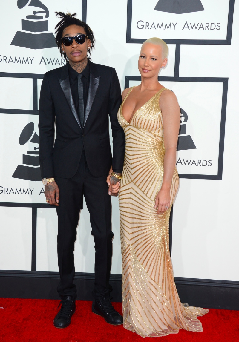 Wiz Khalifa se reforçou que também é daqueles rappers avessos aos exageros. A não ser de tatuagens. Terno bem cortado e nenhuma extravagância.