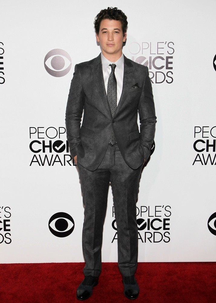 miles-teller-40th-annual-people-s-choice-awards-03.jpg